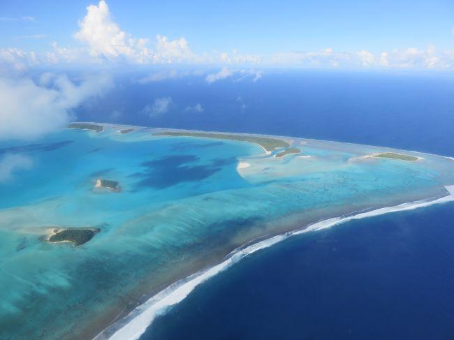 2度目のクック諸島で、やっとアイツタキ環礁へ行くことができました。<br /><br />写真では見ていましたが、飛行機の中から見える景色に息をのみました!<br /><br />「なにこれ!地球の中にこんな美しい色があったのかと・・・」<br /><br />ハワイもグアムも、沖縄にも行ったことがないわたしは、ラグーン(環礁)さえ生まれて初めて見ました。<br /><br /><br />そして、ラロトンガ島のムリビーチでさえ、綺麗だな~って思っていただけに、想像以上過ぎて驚くばかりでした。<br />