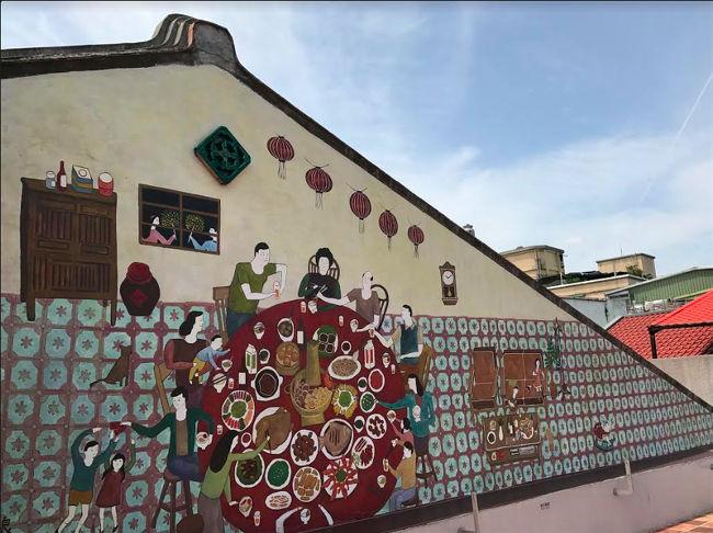 1962年築。前身は「広和堂薬舖」で迪化街の輝かしい漢方産業の歴史を担った店の一つ。緻密な工芸が施された民家建築が、多機能の小型博物館に変身しました。テーマ展示や多様な芸術文化イベントを通して、台湾の地方文化や歴史を伝えます。古民家に、現在と未来をつなぐ新しい使命がもたらされています。