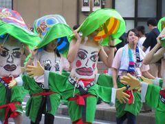 腹に満面の笑みをたたえ 踊りまくる 人の群れ _____渋川へそ祭り
