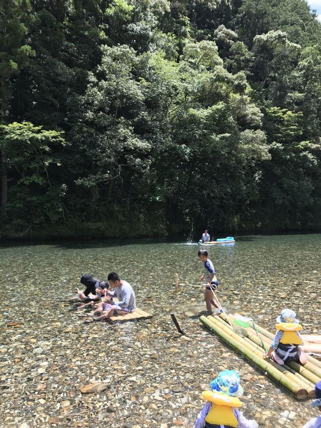 今年で4回目の、和歌山川湯温泉、山水館みどりやさんに行きました^_^<br />子供達は毎年、この川湯温泉での川遊びを楽しみにしています~。<br />職場の後輩ファミリー2家族と同じ日取りで、現地での川遊びがメインです。<br />2日とも天気に恵まれ、素晴らしい緑と川、温泉と旅館の方のサービスの良さに感動(^_^)大満足の旅行となりました。