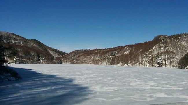 冬は菅平にスキーをやりに毎日通っている。その際、上田から菅平への406号線大笹街道の車窓から見える菅平湖の景色は毎日変化があり興味深い。せっかくなのでその一部を紹介したい。