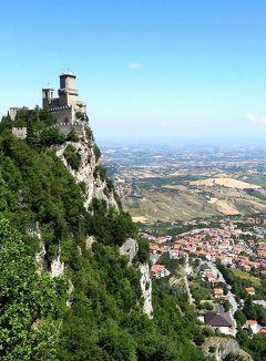 団塊夫婦の2017年イタリアの小さな町巡りー(5)険しい岩山に建つミニ国家・サンマリノ&ビーチリゾート・リミニ