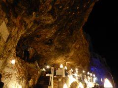 プーリア州優雅な夏バカンス♪ Vol60(第4日) ☆Polignano A Mare:絶景レストラン「Grotta Palazzse」夜景の洞窟から眺めて♪