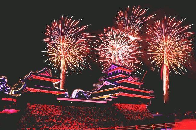 中津祇園初日の夜空を彩る中津市民花火大会。<br /> 小祝漁港に作られた特設ステージから4000発の祝砲が打ち上げられます。