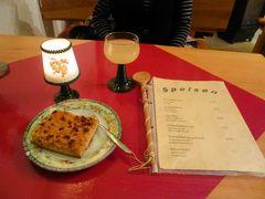 ドイツの秋:⑪トラールバッハ・秋の名物であるフェーダーヴァイサー(発酵を始めたばかりのブドウ果汁)を飲み、ツヴィーベルクーヘン(タマネギケーキ)を食べる。