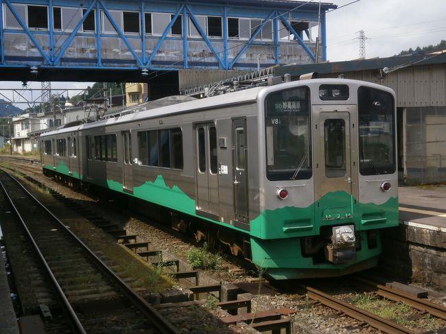 2日目は妙高高原駅からえちごトキメキ鉄道の旅に出発しました<br /><br />暑い一日であまり街歩きはできませんでたが、たくさんの駅に降りることができました。<br /><br />日本海ひすいラインは1両なので混雑していました。