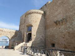 プーリア州優雅な夏バカンス♪ Vol67(第5日) ☆Monopoli:美しいモノポリ城(Castello di Carlo V) 外観を眺めて♪