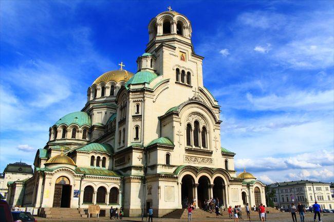 リラの僧院まで行ってソフィアに戻るのがいかにも効率が悪くて気に入らない。そこでなんとかしてマケドニアのスコピエへ直接抜けるルートを探すのがテーマとなった。<br />【交通】<br />6/10 Plovdiv 11:13 ⇒ Sofia 13:51 特急 8610 9レバ<br />6/11 Sofia 10:20 ⇒ Rila Monastery 13:00 バス 11レバ<br />6/11 Rila Monastery 15:10 ⇒ Rila 15:30 バス 2レバ<br />6/11 Rila 16:03 ⇒ Blagoevgrad 16:30 ミニバス 2レバ<br />6/11 Blagoevgrad 18:20 ⇒ Kyustendil 19:30 バス 4.5レバ<br />6/12 Kyustendil 11:10 ⇒ Skopje 14:45 バス 28レバ<br />【宿泊】<br />6/10 10Coins Hostel ドミトリー 7.2ユーロ(Booking.comで予約)<br />【地理】ソフィア:149万人、標高550m キュステンディル:5万人、標高513m<br />【為替】1レバ≒63円、1ユーロ≒124円