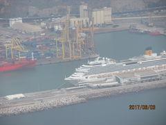 イベリア周遊の旅(5)バルセロナ港の豪華客船。