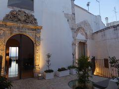 プーリア州優雅な夏バカンス♪ Vol107(第6日) ☆Ostuni:ホテル「La Sommita Relais」テラス・パテオの美しい黄昏の風景♪