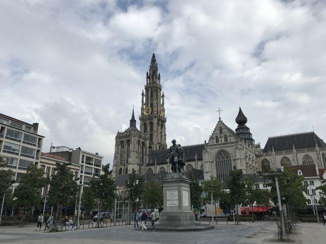 子育てもほぼ終ろうかという時期に入ってきたので、時間を見つけては夫婦自由気ままな旅を楽しんでいます。この夏は、一昨年の年末に実現できなかったベルギーと、3年前のパリでの忘れものを見に行く、まさにリベンジ旅行となりました。ベルギーでは宿を観光の中心ブリュッセルに構えて、アントワープへは観光スポットを絞って半日間。それでもお目当てのところを回ることができて大満足のショートトリップでした。