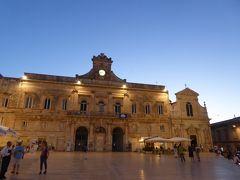 プーリア州優雅な夏バカンス♪ Vol109(第6日) ☆Ostuni:美しい夏の夜「オストゥーニ旧市街」Via CattedraleとPiazza della Libertaを眺めて♪