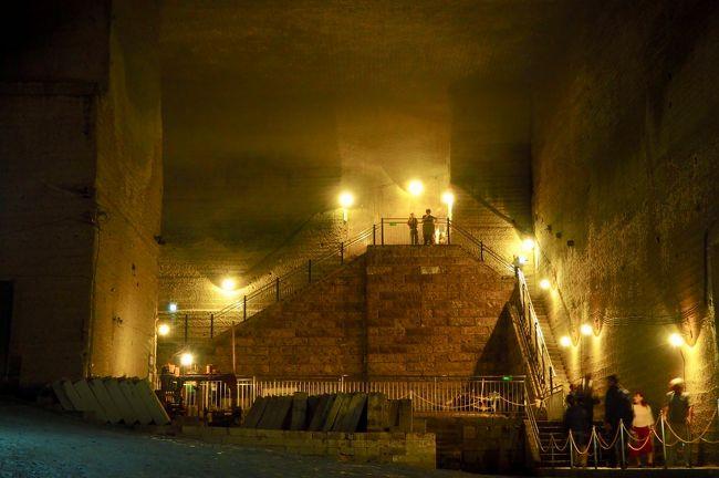 大谷資料館は宇都宮市大谷町の地下にある採石場跡を利用した資料館。地下に掘られた採石場はまるで神殿か迷宮のような雰囲気でした。涼しいので夏にオススメのスポットです。