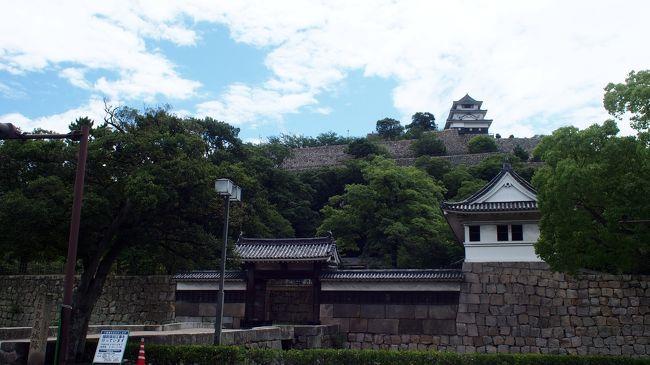 夏休み!!!<br />ダンナの夏休みに合わせて、中国四国地方を電車で旅してきました!<br />中国四国地方は広島県と山口県しか行ったことがなかったのでワクワクドキドキ!!<br /><br />ですが、ほぼ、お城とマンホールカードを巡る旅になってます(笑)<br /><br />しかも、ノロノロ台風の影響なのか、夏の中国四国地方がこんなに暑いとは・・・(笑)<br /><br />2日目は、岡山県から香川県へ突入し、愛媛県に泊まる大移動~。<br />電車の時間、マンホールカードの配布時間、日本100名城スタンプの<br />押せる時間との戦いじゃーーー!<br /><br />【今日のルート】<br />(宿)ホテルグランヴィア岡山 ⇒ 岡山駅 ⇒ 児島駅 ⇒ 倉敷市児島公民館<br />⇒ 児島駅 ⇒ 丸亀駅 ⇒ (食事)手打ちうどんつづみ ⇒ 丸亀市役所<br />⇒ 丸亀城 ⇒ 丸亀駅 ⇒ 観音寺駅 ⇒  観音寺市役所 ⇒ 観音寺(つづく)<br /><br />【中国四国旅行記】<br />1日目 http://4travel.jp/travelogue/11268393