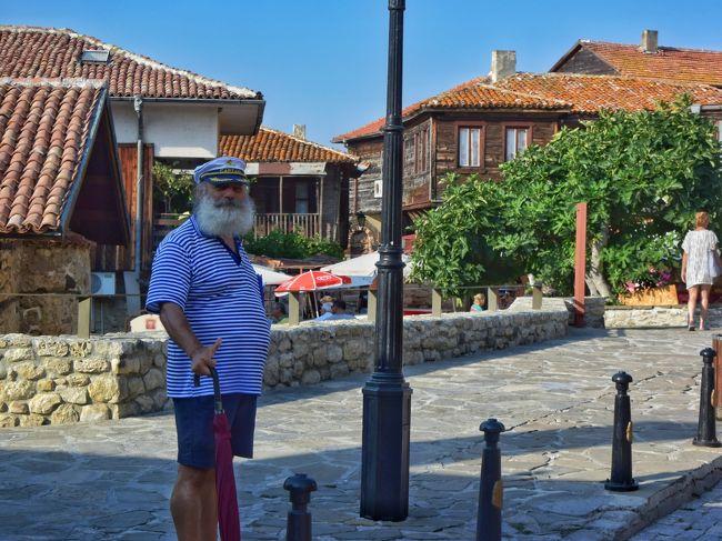 2017年8月。今回はブルガリアを周遊して来ました。<br />首都ソフィアの町並み、黒海沿岸のリゾート、伝統的な家が立ち並ぶ町並み、世界遺産のリラ修道院やボヤナ教会など色々な顔を持ったブルガリアの町々は、とても魅力的でした。<br /><br /><br />旅の概要は以下の通りです。<br /><br />【1日目】8月11日(金・祝)<br />21:25 成田空港発QR807 03:05(+1)ドーハ空港着<br /><br />【2日目】8月12日(土)<br />07:05 ドーハ空港発QR227 12:10 ソフィア空港着<br /><br />・空港からメトロにてホテルへ<br />・ホテルチェックイン後、ソフィア市内観光<br />・ソフィア市内泊  <br /><br />【3日目】8月13日(日)<br />● ソフィアから黒海沿岸都市ネセバルへ<br /><br />14:50 ソフィア空港発 15:40ブルガス空港着<br /><br />・ブルガス空港からタクシーでネセバルへ<br />・ホテルチェックイン後、ネセバル市内観光<br />・ネセバル泊<br /><br />【4日目】8月14日(月)<br />● ネセバル〜ヴェリコ・タルノボ<br /><br />・ネセバル観光(世界遺産)<br />・アルバナシ観光<br />・ヴェリコ・タルノボ観光<br /><br />【5日目】8月15日(火)<br />● ヴェリコ・タルノボ〜カルロボ<br /><br />・ヴェリコ・タルノボ観光<br />・トリャブナ観光<br />・カザンラク観光(世界遺産トラキア人墓)<br />・カルロボ<br /><br />  ワイナリー(シャトーコプサ)に宿泊<br /><br />【6日目】8月16日(水)<br />● カルロボ〜プロブディフ<br /><br />・コプリフリッツア観光<br />・プロブディフ観光<br /><br />【7日目】8月17日(木)<br />● プロブディフ〜サパレヴバニャ<br /><br />・リラの七つの湖(トレッキング2時間)<br />・サパレヴバニャで温泉<br /><br />【8日目】8月18日(金)<br />● リラ修道院、ボヤナ教会 ? ソフィア<br /><br />・リラ修道院(世界遺産)<br />・ボヤナ教会(世界遺産)<br />・ソフィア市内のワインバーで反省会<br /><br />20:10 ソフィア空港発QR226 0:50(+1) ドーハ空港着<br /><br />【9日目】8月19日(日)<br /><br />07:20 ドーハ空港発QR812 23:35 羽田空港着<br /><br /><br />《利用した航空会社》<br />・カタール航空