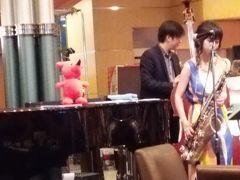 京成ホテルミラマーレ(ミレフォリア)にてジャズの演奏を聞きながらアフタヌーンティー