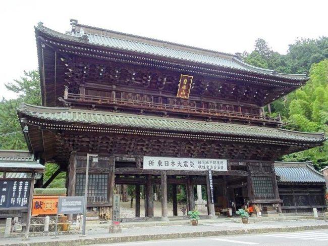 所用があり身延に行くことになりました。<br />午前中で所用が終わり、せっかくなので身延山久遠寺に行ってみることにしました。ちょうどお昼時だったので、玉川楼でうなぎをいただきました。久遠寺は思ったていたより広くて立派。今度はしだれ桜の時期にお伺いしたいと思いました。<br />さすがに日帰りは厳しいので、甲府に宿をとり、兄弟姉妹で宴会を。<br />とても楽しい週末でした。<br /><br />兄弟姉妹仲良しっていいですよね♪