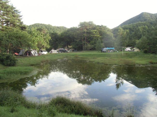コミュの仲間9人で長野県阿智村にある銀河もみじキャンプ場に行って来ました。<br />各地区から3台で「道の駅・信州平谷」集合 此処で昼食とひまわりの湯で入浴・・<br /><br />標高1200㍍高原キャンプ場 さわやかな風が吹き下界とは大違い。<br />早速 設営をして夕食の準備 ステーキ・燻製・パラパラチャーハン・ポテトサラダ・・豪華でした。<br />片付けておしゃべりタイム  その頃には星も綺麗に見え 天の川も見えました。<br /> 首が痛くなるぐらい 見ていました。<br /><br />朝は雲が少しありましたが 朝日も見れました。<br />朝食はベーコンエッグ・とうもろこし・おにぎり・ポテトサラダ・オレンジと朝からお腹いっぱいです。<br /><br />片付け後、「馬の背1457㍍」へ天気も良くなり遠くの山々もすっきりと見えました。<br />ここで頂上に向かう組と軟弱組と別れました。<br />私は1時間も登れないので ここでお別れして平谷の大滝へ<br />前の日にも雨が降り水量も多く迫力がありました。涼しく 気持ちよかった~~。<br /><br />まだ時間があったので、昼食を兼ね「おきよめの湯」へさっぱりしたので のんびりと帰って来ました。