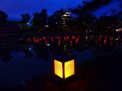 赤い提灯が水面に揺れる猿沢池の夏の宵