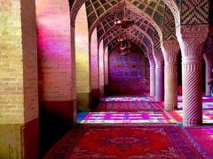 トキメキのピンクモスクとブルータイル -ロマンあふれる古都シーラーズ 2016-17イラン・UAE&カタール旅行(4)