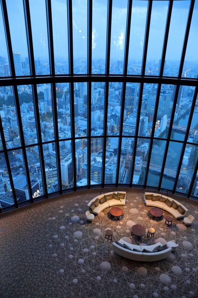 """近年、各社が行っている""""世界の人気観光都市ランキング""""で<br />上位に躍進している街といえば「大阪」。<br /><br />先日発表されたニューヨークタイムズの<br />「今年行くべき世界の都市」ランキングでも<br />東京や京都などを押さえて大阪がランクイン。<br />今、世界が注目するこの街の最新ラグジュアリーホテルを<br />満喫してきましたよ。<br /><br />初日に宿泊したのが、リニューアルしたリッツ・カールトン大阪。<br />""""18世紀英国貴族の邸宅""""をテーマにインテリアを受け継ぎながら、<br />時代の感性を取り入れたエレガントな新空間を満喫♪<br />中でも楽しみだったのが・・・1日5回のフードプレゼンテーション。<br />シェフが特別な逸品を用意するほか、<br />アフタヌーンティも心行くまで堪能してきました。<br /><br />翌日に宿泊したのが、6月開業したコンラッド大阪。<br />モダンデザインに和のテイストを取り入れた佇まいの空間で、<br />""""Your Address in the Sky""""をコンセプトとし、<br />すべての客室において、大阪の開放的なパノラマビューを眺められ、<br />こちらも素晴らしいホテルでしたよ♪<br /><br />多忙だった毎日から離れ・・・<br />     暫し・・・ 至福のひと時を過ごしてきました☆<br /><br />前編:リッツカールトン 水辺の美しいエリア散策<br />   http://4travel.jp/travelogue/11271475<br />後編:コンラッド 予想外の出会いとNIFRELへ<br />以上、2編構成でお届け致します。<br /><br />では、後編 はじまり。"""