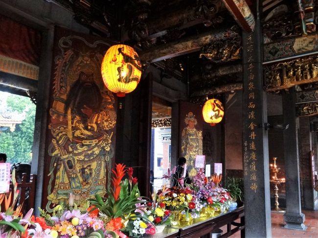 毎年恒例・夫と行く年末年始の台湾旅行は11年目に突入。今年も2匹のニャンを預けて、台北を気ままにブラブラ。<br /><br />台北孔子廟をでてお隣の大龍同※保安宮へ。<br /><br />※正しくは山へんに同の文字<br />※表示できない環境文字は似た日本語(読)を充ててあります。<br />※敬称略<br /><br />