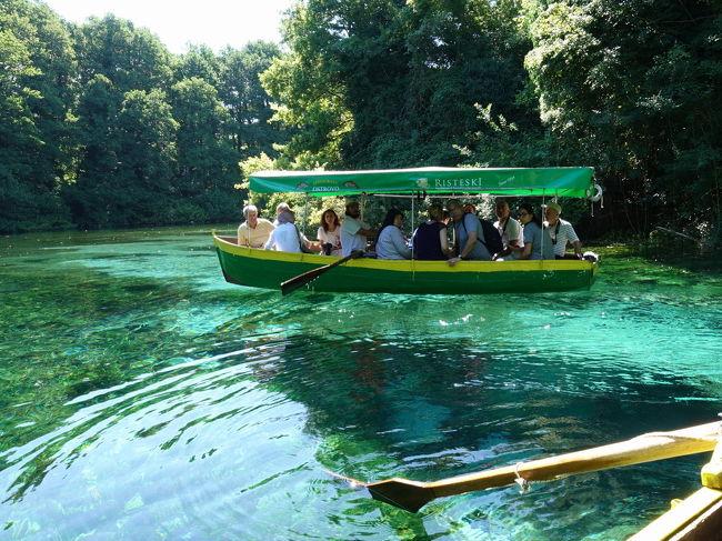 2017年の夏はバルカン半島の3国、コソボ、マケドニア、アルバニアへ。<br /><br />その6は、オフリド郊外のスヴェティ・ナウム修道院。オフリド旧市街やオフリド湖とともに、世界遺産に指定されています。途中、水上博物館も見学しました。<br /><br />・オフリドからスヴェティ・ナウムへ。オフリド湖の眺め<br />・水上博物館<br />・スヴェティ・ナウム修道院<br />・美人になる泉<br />・ツルニ・ドゥルミの泉をボートで訪れる<br />・アルバニアとの国境<br /><br />表紙写真は、ツルニ・ドゥルミの泉へのボートトリップ。