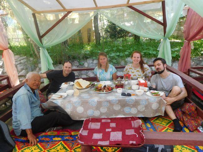 中央アジアのキルギス、カザフスタン、タジキスタン、中国と廻ったが、写真のメモリーカードを、誤ってタジキスタン、中国の一部は写真はありません。<br />5月19日ー7月7日 写真あり。<br />7月8日ー7月13日 ホーログ<br />7月14日ー7月19日 ドウシャンべ<br />7月20日ー7月22日 ホジャント<br />7月22日      イスタラブシャン 以上タジキスタン、<br />7月23日ー7月26日 オシュ 以上キルギス<br />7月27日ー7月30日 カシュガル <br />7月31日ー8月1日  タシュガル<br />8月2日-8月3日  カシュガル<br />8月4日ー8月9日  西安 以上中国<br />ホーログ―西安まで写真は消えてしまいありません。<br />