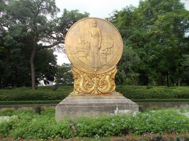 Benchasiri Park。<br />国民から愛されているシリキット現王妃の、還暦を祝して<br />1992年8月5日 5時55分に開園しました。<br /><br />タイ語で、ベンチャシリとは<br />縁起のよいものの集まりを、表すそうです。<br /><br /><br /><br />今回は・・<br />単なる気まぐれで、わざわざ・食べた事ない、カオソーイをランチで<br />到着日・夜の部 突撃前に、最終日・平日 12:00 で、<br />この公園近所・ゲッタワーに予約して食べに来たので、その前にここに。。<br /><br /><br />前回・バンコク<br />炎天下・汗だくで、180分・散歩一周した ルンピニ公園 の後<br />もしも、次・公園散歩するなら・・ここかなと、思っていました^^<br /><br /><br /><br /><br />You Tube<br />TOTO   アフリカ<br />渡辺直美・ゆりあんレトリィバア    Lady Gaga Parody<br />Lady Gaga    Ariana Grande-Rain On Me<br /><br /><br /><br />渡哲也   合掌礼拝。 くちなしの花<br />石原裕次郎 ブランデーグラス・夜霧よ今夜も有難う<br />                 赤いハンカチ・二人の世界<br />      銀座の恋の物語<br />舘ひろし  泣かないで・朝まで踊ろう<br />シックスキャンドルズ・ヒットパレーダース   朝まで踊ろう<br />            .....2020・8・15 追加.....