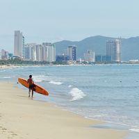 いまベトナムの真ん中が面白い(9) ダナンビーチは白砂と澄んだブルー、輝いて美しい!