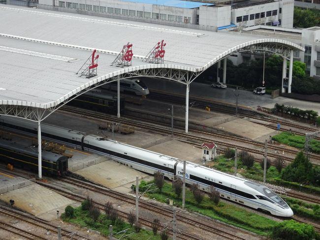 JALマイルを使って上海往復のチケットを予約し、上海とその周辺を旅してきました。<br /><br />1日目 羽田経由で上海<br />2日目 上海<br />3日目 杭州<br />4日目 西塘<br />5日目 蘇州<br />6日目 上海<br />7日目 羽田経由で帰国 <br /><br />この旅行記は1日目の上海です。