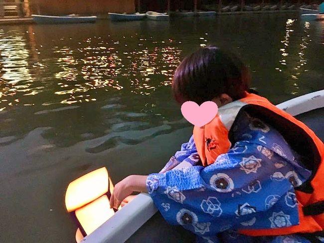 千鳥ヶ淵で毎年やっている「納涼の夕べ」に初参加。<br />ボートに乗って、お濠で燈明を流すという実に粋なイベント。<br />なんと今年はボートに乗れる抽選に当選。<br />折角だから、ルイ(7才)とレオ(3才)とお父さんは着物をきて参加。<br />子連れで着物旅行を検討されている方(そんな人いるかな?)の参考になれば、幸いです。