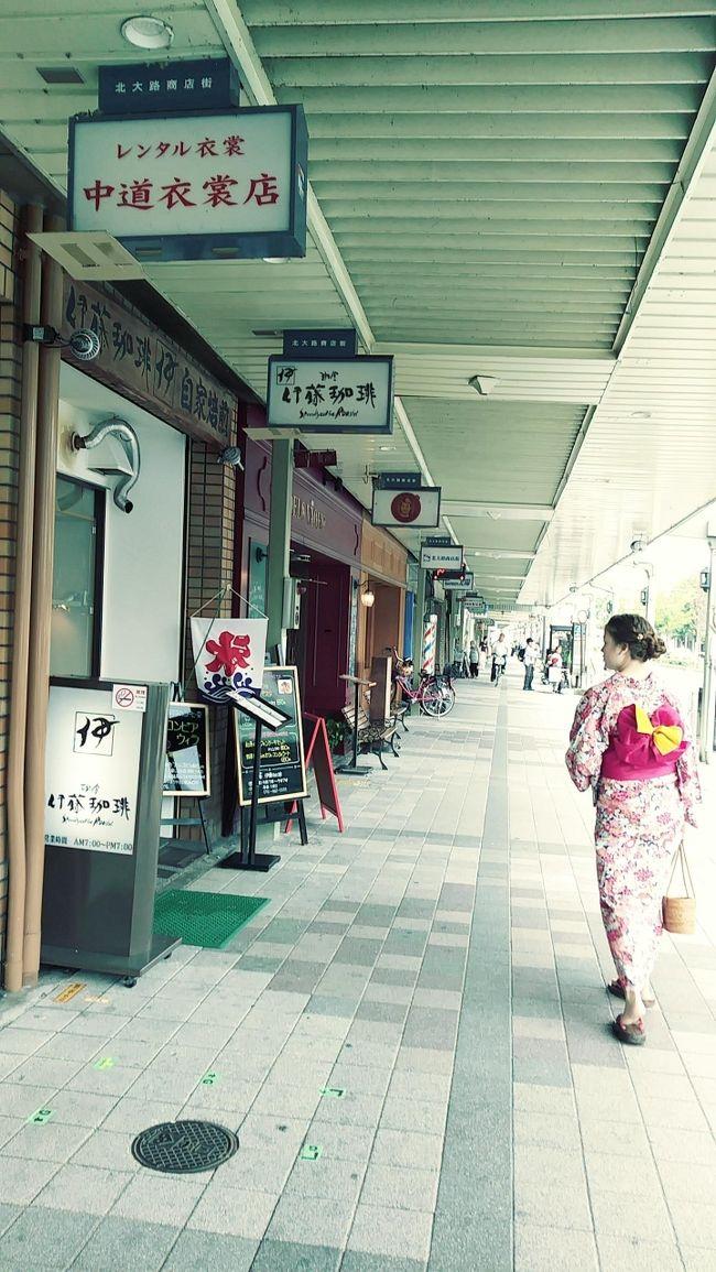 """今回、京都に行くにあたり じいじから指令が。。。<br />""""(姫に)浴衣を着せて写真を撮って来て!""""<br /><br />""""え~ 本人が望めばやってもいいけど 暑いからわからないよ~""""と<br />行って家を出ました。<br /><br />さて じいじのミッションはコンプリートするのでしょうか?(笑)<br /><br />また 何年も前から通信販売でコーヒー豆を買わせていただいている<br />京都の珈琲店にも初訪問!<br />こちらの細かい要望にいつも応えていただいています。<br />(家族や友達が来るたびにここの珈琲豆を頼んでべガスに<br />持ってきてもらっているのです。)<br /><br />HPを見ていると どうやら昔ながらの喫茶店でコーヒーもさることながら<br />モーニング、ランチ、デザートがどれもこれもおいしそうで<br />いつも いいなぁと思いながらみていたんです。<br /><br />今回の旅の目的が また一つ達成されそうでウキウキの母と<br />""""じいじのミッションに応えることができるのか姫""""の<br />京都最終日が始まります。。。<br /><br /><br /><br /><br /><br /><br />"""