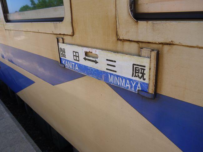 飛行機がいいのが無かったから、電車で向かうことにした今回の旅。<br />(「北海道」という目的地は絶対変わらないw)<br />北海道に渡る方法はいくつかある。<br />1:津軽海峡フェリーで渡る<br />   →青森~函館<br />   →大間~函館<br /><br />2:18きっぷ利用の場合…新幹線オプション券を使用する<br />  ・奥津軽いまべつ駅~木古内駅は新幹線になる<br />  ・木古内~五稜郭の「道南いさりび鉄道」もこの券で乗車可能<br /><br />3:北海道・東日本パス利用の場合…追加で特急券を購入して新幹線で渡る<br />  ※ただし新青森~新函館北斗間相互発着の場合に限る。<br />  ※その区間を越えると全区間の乗車券も必要。<br /><br />これが一番悩んだかも・・・&quot;(-&quot;&quot;-)&quot;<br />船で渡るのはやってみたい!できれば大間~函館がいい。<br />しかしこれが本数少ないんよね~<br /><br />でもどうせなら津軽線も乗ってみたかった。<br />津軽半島の一番端っこの三厩まで行ってみたい!<br />しかしこれまた本数が少ないw<br /><br />プラン3の北海道・東日本パス利用コースは・・・新青森からじゃないとこのきっぷの意味がないんやけど、どうせなら新幹線よりローカル線に長く乗りたいし、、って思って今回は18きっぷを使うことにしてプラン3は却下。<br /><br />あとはプラン1かプラン2やねんけど。。。<br />よし、今回は「電車で行く」がテーマやから「船」はまた今度にしよう!<br />てことで使ってみたかった「新幹線オプション券」コースに決定☆彡<br /><br />まずは青森~三厩まで津軽線でローカル列車を楽しんで、<br />奥津軽いまべつ駅から初の北海道新幹線乗車♪<br />天気も良くて最高の乗り鉄コースでした~(´▽`)<br /><br />ーーーーーーーーーーーーーーーーーーーーーーー<br />※これは3日目、お昼ごろの内容です。<br />※沿線風景がほとんどです。津軽線9割、新幹線1割で構成されてます。<br />※そして・・・まだ北海道にたどり着きません。爆