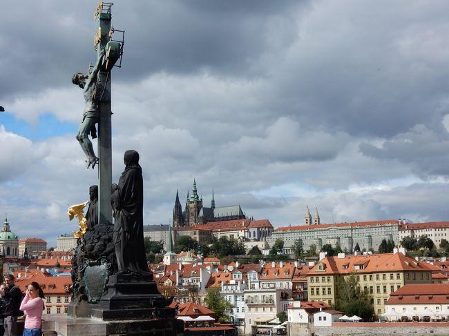 2017年秋のヨーロッパ旅行。ウイーンの後に電車でプラハに移動しました。<br /><br />プラハ城や旧市街などの観光の他、少しメジャーではない穴場も探して観光をしました。<br /><br />また、食事はおやつも含めて、なるべく色々なカフェを巡ってみました。