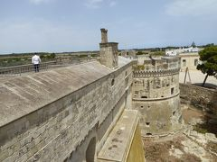 プーリア州優雅な夏バカンス♪ Vol212(第12日) ☆Acaya:美しい「アカイア城」屋上からアカイアを囲む城壁を眺めて♪
