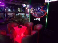 燃えるバンコク 深夜まで。大爆音・・MUZZiK CAFE  @PATPONG(28の16)DREAM THEATER 10本