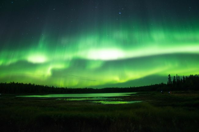 2017/9/13~17、夏シーズンのオーロラを見にカナダのイエローナイフに行きました。オーロラは人生2度目ですが、もっと強いオーロラを見てみたいというのと、星を撮るのが得意なカメラを買ったので、それでオーロラを撮ってみたいというのが目的です。<br />本当は友達と行くつもりでしたが、仕事が休めなかったというのでまたしても一人旅。<br />3日いれば95%以上の確率でオーロラが見れると言われるイエローナイフ。<br />さあ、結果はどうだったでしょうか?