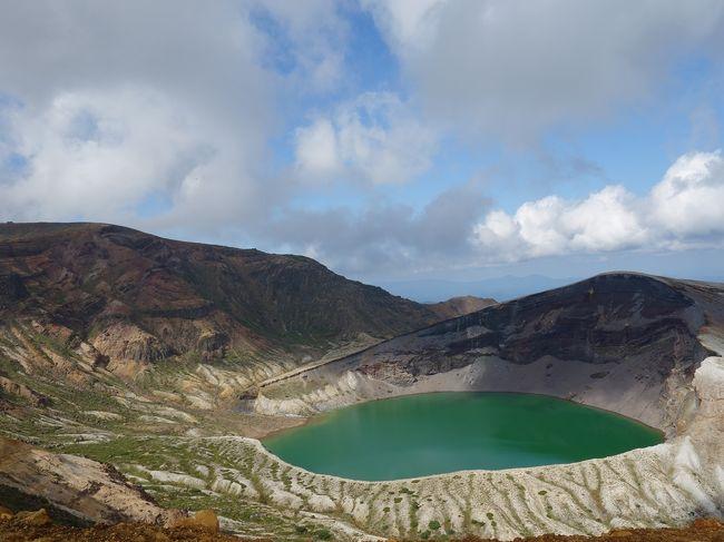 毎年9月は、我が家の旅行月。<br />今年も夫の遅い夏休みがやって来ました。<br />わーい。<br />今年の旅先は山形・福島です。<br /><br />山形には5年前にも一度来て、とても良い所だったからまた来たいなと思ったものの、ちょっと遠くてなかなか来れずにいました。<br />その時に行きたかった場所もあったけど、なんやかやの理由で断念したりもしました。<br />いよいよ念願の場所に行ける時がやって来たのです。<br /><br />旅行初日は、5年越しの願い叶って、蔵王のお釜と対面しました。