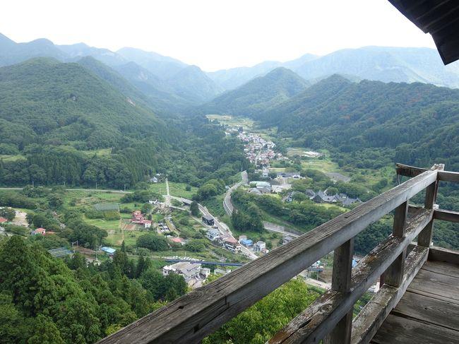 毎年9月は、我が家の旅行月。<br />今年も夫の遅い夏休みがやって来ました。<br />わーい。<br />今年の旅先は山形・福島です。<br /><br />山形には5年前にも一度来て、とても良い所だったからまた来たいなと思ったものの、ちょっと遠くてなかなか来れずにいました。<br />その時に行きたかった場所もあったけど、なんやかやの理由で断念したりもしました。<br />いよいよ念願の場所に行けるときがやって来ました。<br /><br />旅行二日目の今日は、25年越しの念願の山寺参拝です。