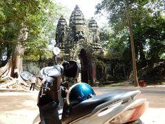 灼熱の大地カンボジアへ・その11/レンタルバイクでアンコール遺跡を巡り、1キロバイクを押し、警察に捕まり、キム・ジョンウンの怒りのスコールに出会う