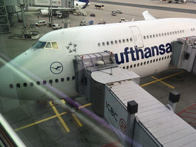 2016年夏に引き続き,嫁さんとみさぱぱの夫婦二人で,チロル地方ツィラタール Ziilertalを再訪しました.今回はルフトハンザ ドイツ航空で羽田とフランクフルトを往復,フランクフルトで前後3泊,チロル地方ツィラタールのFügenで10泊,13泊15日の旅です.<br /> 旅の目的はチロル地方のツィラタールにあるお気に入りのホテルに10泊11日滞在し,ハイキングや登山,街歩き,そして趣味の石採りを楽しみます.<br />9月のチロル地方の天候は不安定なので,事前にツィラタールとその周辺にある行きたい場所をリストアップし,前日あるいは当日朝,天候の様子を見ながら行先を決めます.<br /> フライトは今まで利用していたオーストリア航空の直行便がないため,ルフトハンザ ドイツ航空でフランクフルトまで往復利用,フランクフルトからオーストリアへは鉄道で往復利用します.羽田空港から出国するのも,ルフトハンザ ドイツ航空に搭乗するのも,ルフトハンザのビジネスクラスも,ドイツ入国も,今回が初めてで,わくわく,どきどき...いよいよ旅が始まります.<br /><br /> ---------- 旅行スケジュール ----------<br />■9月05日(火) 羽田空港からフランクフルト空港へフライト,出国<br />□9月06日(水) 鉄道でフランクフルトからミュンヘン経由ツィラタールへ<br />□9月07日(木) Penkenbergへハイキング<br />□9月08日(金) AhornのEdelhütteへハイキング<br />□9月09日(土) Olpererhütteへ登山ハイキング<br />□9月10日(日) Rattenberg 街歩き<br />□9月11日(月) Kundler Klammへハイキング<br />□9月12日(火) Schwarz 街歩き<br />□9月13日(水) Zemmgrund へ石採りハイキング<br />□9月14日(木) Kellerjochへハイキング,鉱山跡を訪ねる<br />□9月15日(金) Fügenbergへハイキング,Penkenalmを再訪<br />□9月16日(土) 鉄道でツィラタールからミュンヘン経由フランクフルトへ<br />□9月17日(日) シュテーデル美術館へ,フランクフルト空港の下見<br />□9月18日(月) ゼンケンベルク自然博物館へ,フランクフルト空港から羽田空港へフライト<br />□9月19日(火) 羽田空港着,帰国<br /><br />(なおこの旅行記(1)の行先エリアは「ドイツ→フランクフルト」ですが,ホテルに夜到着,翌朝にチロルへ向かう「寝るだけ滞在」でしたので,登録エリアは「オーストリア→チロル」で登録します)<br />