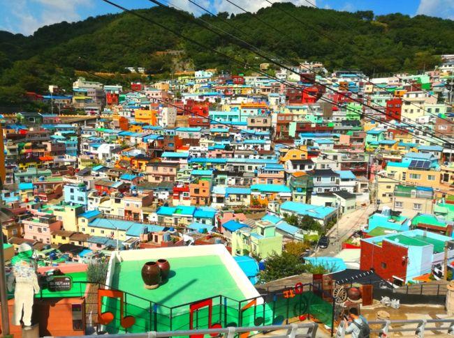 三連休+有給休暇を利用して、3泊4日、韓国の釜山に行って参りました!<br /><br /><br />行き先は日数的にアジアで考えてて、一ヶ月前ぐらいから、トラベルコちゃん等で色々と検索してたんだけど、やはり三連休は料金高め。<br /><br />移動時間を極力減らし、航空券安め、時間帯良さげの航空券を探してたら、韓国になりました。あとは、韓国コスメを買いまくりたい!と思い(^-^)/<br /><br /><br />ソウルと釜山で迷いまして、ソウルは友達いるし会いに行くのもいいかなーと考えたけど、料金は釜山より高め、そして今までに3回旅行してるので、新たな地を求めて釜山に決定しましたー!<br /><br /><br />飛行機はチェジュ航空。<br /><br />行き→2017年9月16日 14時20分 成田空港発---16時35分 釜山金海空港着。<br />帰り→9月19日 10時55分 釜山金海空港発---13時10分 成田空港着。<br /><br />ホテルは便利で安心な、東横イン西面!<br /><br />DeNAトラベルのセット割引で、航空券19,900円+ホテル(3泊)16,104円−割引114円=合計35,890円。<br /><br /><br />海外一人旅はもう何回もしているので、釜山は余裕だろー!と、あんまり計画は立てずに、行けばなんとかなるだろう精神で行って参りました'`,、('∀`) '`,、<br /><br />人見知りのぼっちでも一人旅は楽しめる!!