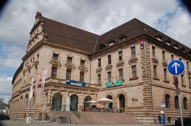 ユーレイルパスを使って、ミュンヘンからニュルンベルクに移動した私たちが最初に足を運んだのは、DB(ドイツ鉄道)博物館でした。<br />鉄道博物館ではありますが、この博物館で展示されていたのは、鉄道だけではありませんでした。電話やコンピュータなどの歴史や技術の仕組みもわかる、とにかく楽しい博物館です。<br /><br />なお、このアルバムは、ガンまる日記:ドイツの博物館はユニークで楽しい[http://marumi.tea-nifty.com/gammaru/2017/08/post-ce28.html]とリンクしています。詳細については、そちらをご覧くだされば幸いです。