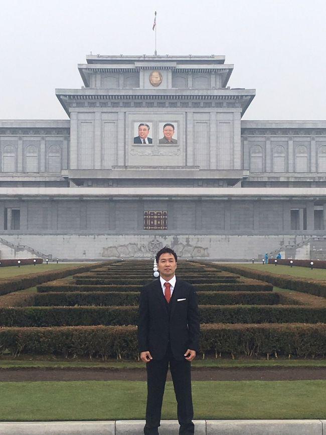 恐る恐ろしい北朝鮮…<br /><br />それはとてつもなく危険な国。<br />それは一度その地へ行ったら帰ってこれなくなる国。<br />独裁国家。<br />日本人拉致問題。<br />ミサイル及び核問題。<br /><br />あまりにも謎のベールに包まれた国、北朝鮮…<br /><br />しかし一度でも北朝鮮に行ってきた人の話を聞くと、そんな事はないと皆同様に口を揃える。<br />かえって良かった話の方が圧倒的に多い。<br /><br />自分の知らない見たことがない景色がそこにはあるのかもしれない⁈<br /><br />これは行ってみなければわからない!<br />という事で自分の目でどうしても確かめたい!という事で行ってみました。<br /><br />私の場合、北朝鮮の空港に着いてガイドと合流してすぐさま政治的な質問をした。<br /><br />周辺国から独裁と言われてますがどう思っていますか?<br />日本人拉致についてはどう思っていますか?<br />ミサイル及び核についてはどう思っていますか?<br /><br />ガイドはこれらの答えにくいと思われた直球の質問にすべてに、誠実に向き合って直球で答えて教えてくれた。<br />答えてくれた説明もとても納得がいった。<br /><br />現地に行って感じた事は北朝鮮が背負って来たものの大きさを知れた。<br />そうせざるを得なかった悲しい歴史があった事を知った。<br />それでも清くたくましく生きている北朝鮮の人民の美しさに出会った。<br /><br />これは残念ながら来てみなければ絶対にわからなかった!!<br />外からテレビやインターネットだけで判断は確実にできない事だらけだった。<br /><br />どんだけ俺たち知らなかったんだ!と思ったし、日本の報道はかなりの偏見報道である事も知りたくはなかったけど気付けた。<br /><br />街の風景は軍人さん以外どこでも撮影が可能だった。<br /><br />人民も温かい、集まってダンスをしている輪に恥ずかしかったけど勇気を出して入ったら、一緒にダンスもしてくれた。<br /><br />料理もうまかった。<br />韓国の料理とはまた少し違うけど日本人の舌にも合う。<br />アヒルの焼肉は特に美味かった。<br /><br />いろいろな経験をしていく上で自分の中の今までの北朝鮮に対しての偏見が音を立てて崩れていく…<br /><br />そして崩れ落ちた偏見の破片から残って出て来たものは、朝鮮の人民の美しさだった。<br /><br />この美しさは簡単な歴史では築けないものなのは直接触れ合うとすぐにわかる。<br /><br />直接足を運んでわかった事は、簡単に言えば、物事には一方向からだけではわからないという事だ。<br /><br />表だけでなく裏もあり、右も左も、上も下もある。<br />そこに存在しているには過程があり、すなわちそれは歴史があり私達日本人と同じように喜怒哀楽があり家族があり人の想いが存在するということ。<br /><br />このまま無知のまま偏見報道の放送ばかりで、敵意を抱くようなイメージを刷り込まれ、私達は本当にそれで良いのだろうか?<br /><br />答えはNOだ。<br /><br />過去にある大手警備会社の方と話す機会があったのを思い出す。<br /><br />お客様の家の警備の為に<br />「警報機やカメラや壁、いくらでも今の時代お金をかければなんでもできるのはできるんですけども、一番の安全は隣近所の人達と仲良くなってお互い敵のように警戒するような関係性ではなく、お互い何かあったら頼りあったり守り合えるような関係になるのが一番の安全になるんですよ。」<br /><br />今の日本と北朝鮮の関係は決して良くない。<br /><br />しかし行けば誰もが考えが変わるであろう。<br /><br />私の周りで北朝鮮に行ったことある人のほとんどが日本の報道では北朝鮮報道があまりにも偏っていて悲しいものであるのを知っているので私も含めたほとんどの皆んなが胸を痛めている。<br /><br />北朝鮮観光は単なる観光としてだけでなく、自分の中に平和のカギを見つけられる旅になるであろう。<br /><br />観光だけでなく自分を大幅に成長させたい方は是非JSツアーズで北朝鮮観光をしてみてください。<br /><br />自身の器と視野を大幅に拡大成長することのできるあなた様の人生にとって平和のカギを手に入れることのできる素晴らしい旅になる事をお約束いたします。<br />