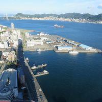 議論好きのイギリス人と、「海峡ゆめタワー」の景色を楽しむ。