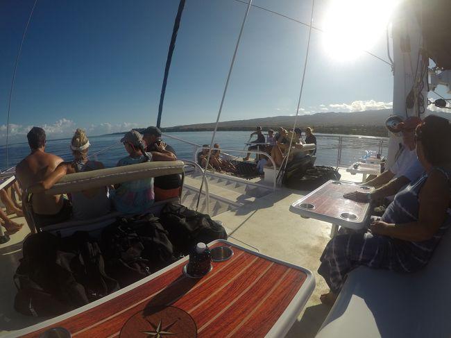 Honolua Bay Snorkel Sail Trilogy のご紹介です。<br /><br />マウイ島はシュノーケルポイントが幾つか有ります。マウイ島に滞在するなら一度はシュノーケルを楽しむことをお勧めします。<br /><br /><br />1.カアナパリはホノルア湾に近い。<br />だから陸上バス移動がない。これはお得。<br />2.ホノルア湾に海から入る。ここは陸からは難しい。<br />3.シュノーケルには十分な時間。オアフ島のドルフィンツアーはシュノーケル時間が短すぎ。<br />4.贅沢なランチ。<br />5.大きなカタマラン。お客に余裕の空間。<br />6.上げ膳下げ膳クルーが全部やってくれる。<br />7.帰りはセーリング<br />8.スヌーバも追加でできる。<br />9.移動中の景色が良い。<br />10.発着場所がカアナパリホテル前、集合場所迄歩いて帰りはお酒が頂ける。<br /><br />良いことが一杯!<br /><br />基本的にアメリカ人ゲストには当たり前なのかも知れません。が、<br />日本人ツアーに馴れてしまった私には、すごくゴージャスなアクティビ艇ティに映りました。<br /><br />Tripadvisorでは動画でのご紹介(Youtubeへのリンク)が駄目な様です。<br /><br />4travelでこそ、ご紹介ができます。お楽しみください。<br /><br />Tripadvisorで、このツアー、ラハイナ地区ではtopの評価です。<br /><br />ただ、日本語スタッフはいらっしゃいません。<br /><br />そもそもマウイ島に日本人は余り見かけません。<br /><br />Over<br />AdmPapa3<br />Tour