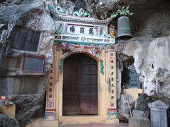 Ninh Binh ニンビン Trang An チャンアン から目と鼻の先にあるお寺 Đ?ng chùa Bàn Long バンロン洞窟寺。謎だらけの不思議なお寺。。。