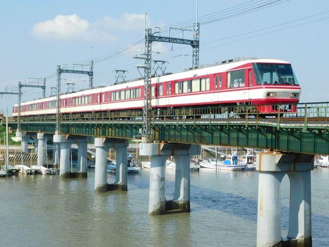 京急、京阪、阪急そして西鉄。並行するJR(国鉄)に一矢報いるべく料金のいらない2扉クロスシートの特急電車を投入し続けてきた会社です。西鉄8000形は、当時鹿児島本線のエースだった783系「ハイパーサルーン」をバリバリ意識したデザインで、西鉄特急のブランドを築き上げました。10月15日を以て完全引退で、最後の花道を見に行ってきました。日中の特急運用が中心なので、朝はもちろん三井化学の工場引き込み線。そして今日は日曜日なので「ななつ星」運転日。暑い中時間調整をしながら駆け巡った1日でした。<br /><br />きっぷ:普通乗車券<br />旅程概要:有佐~大牟田~柳川~西鉄中島~西鉄渡瀬~吉野~川尻