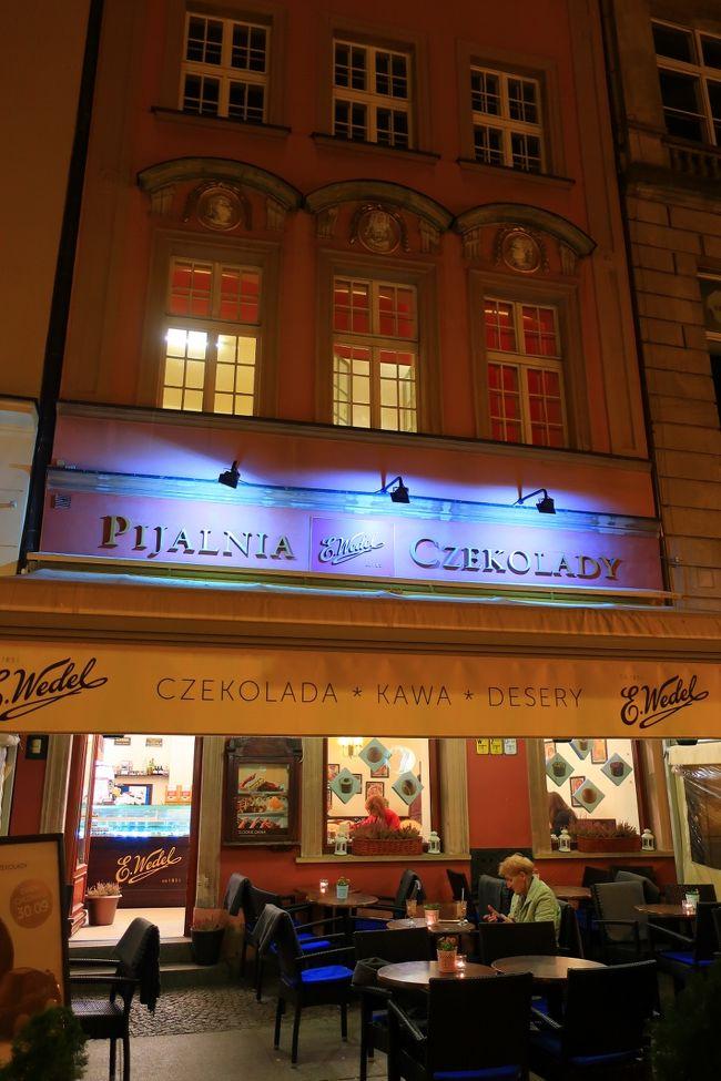 ボレスワヴィエツからバスで約2時間、妖精の街、ヴロツワフに到着です。この町も楽しみにしていた場所。到着後夜の旧市街のレストランに夕食に出かけます。夜でも小人には出会えるかな?<br /><br />9月25日 <br />10:20 LOTポーランド航空直行便にて成田より出発 <br />14:25 ワルシャワ着<br />ホテル:カンパニーレワルシャワに宿泊<br /><br />9月26日 <br />午前 ショパンの故郷、ジェラソヴァ・ヴォーラへ<br />午後 切り絵で有名なウォヴィチの古民家博物館見学<br />   ウッチ旧市街散策<br />ポズナンで宿泊 ホテル:ポロホテルポズナン<br /><br />9月27日 <br />午前 カラフルな街並みが可愛いポズナン旧市街観光<br />午後 日本でも大人気、ボレスワヴィエツ陶器工場見学&アウトレット価格でショッピング<br />ヴロツワフで宿泊 ホテル:イビスヴロツワフセントラム<br /><br />9月28日 <br />午前 妖精の町ヴロツワフ旧市街観光<br />午後 地底の美術館、ヴィエリチカ岩塩鉱見学<br />クラクフで宿泊 ホテル:ノボテルクラクフシティウエスト<br /><br />9月29日 <br />午前 クラクフ旧市街観光、市場散策、ダヴィンチの「白貂を抱く女」を鑑賞<br />午後 フリータイム<br />クラクフで連泊<br /><br />9月30日 <br />午前 花柄ペイントが可愛いザリピエ村散策<br />午後 ポーランドで最も美しい村、カジミエシュ・ドルヌ散策<br />ワルシャワで宿泊 ホテル:ノボテルワルシャワセントラム<br /><br />10月1日 <br />午前 ワルシャワ市内観光<br />15:10 LOTポーランド航空にて帰国 翌日8:45成田到着